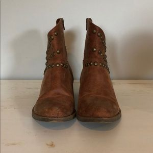 Coconuts by Matisse Rodeo studded booties size 7.5